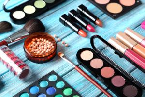 Como organizar maquiagens com Tati Alves