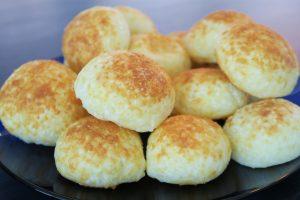 Pão de queijo com tapioca da Catia Fonseca