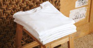 Aprenda a dobrar camisetas de forma rápida e fácil com Ingrid Lisboa