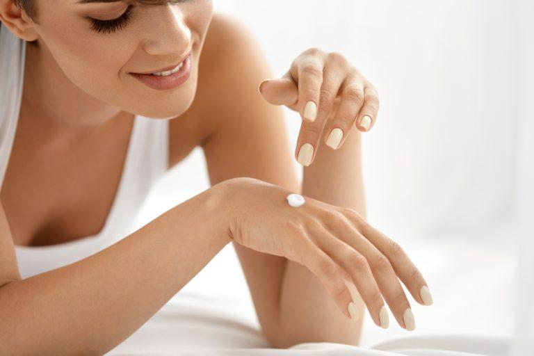 Mãos bem cuidadas atraem mais olhares. Saiba mantê-las sempre jovens - por Dra. Suzy Vieira