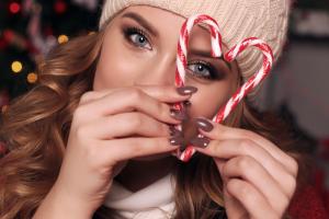 Aprenda a fazer uma maquiagem para a ceia de Natal com Anna Rita Trunkl