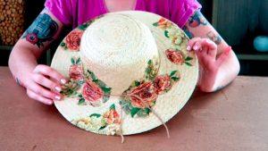 Aprenda a fazer um chapéu estilizado de praia com Lívia Costa