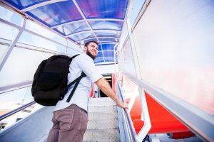 5 dicas para evitar dores coluna durante a viagem de férias com Dr. Mauricio Martelletto
