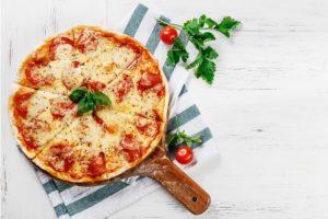 Receita de família: Pizza com massa crocante do Reinaldo (irmão da Catia)