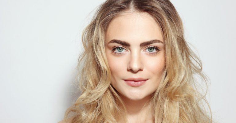 Como iluminar o olhar com maquiagem? com Tati Alves