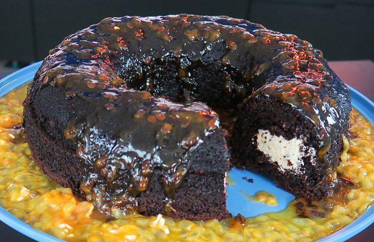 Bolo de chocolate com maracujá por Marcelo Faria