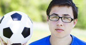 O uso de óculos no futebol e os problemas de visão entre jogadores por Dr. Renato Neves