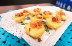 Especial da Copa – Suíça: Barquinhas de batata, bacon e raclete por Bianca Folla
