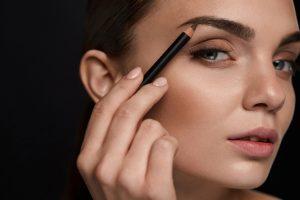 Como corrigir sobrancelhas por Tatiane Alves
