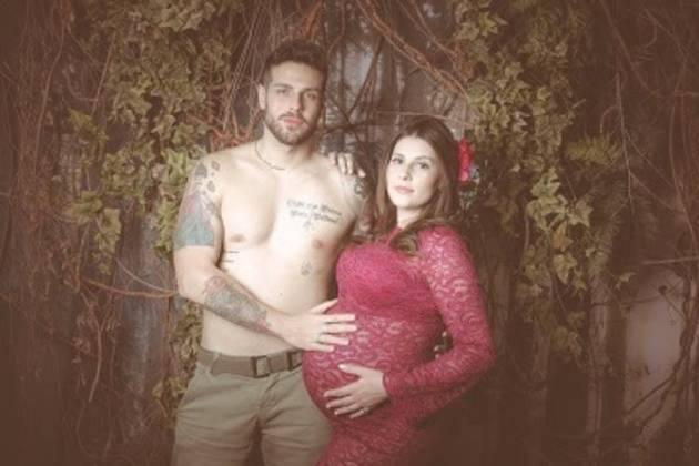 Diego Del Rio posa ao lado da esposa grávida – Confira os clicks!