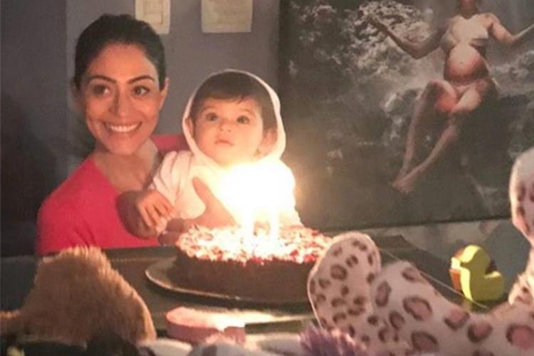 Carol Castro celebra os 11 meses da filha