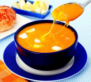 Receita da revista da Catia: Sopa de cenoura com queijos