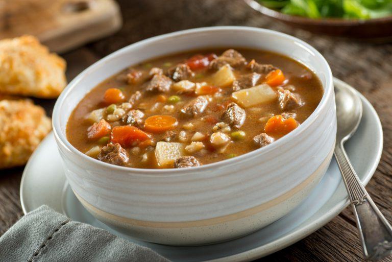 Receita da revista da Catia: Sopa de carne com legumes e macarrão