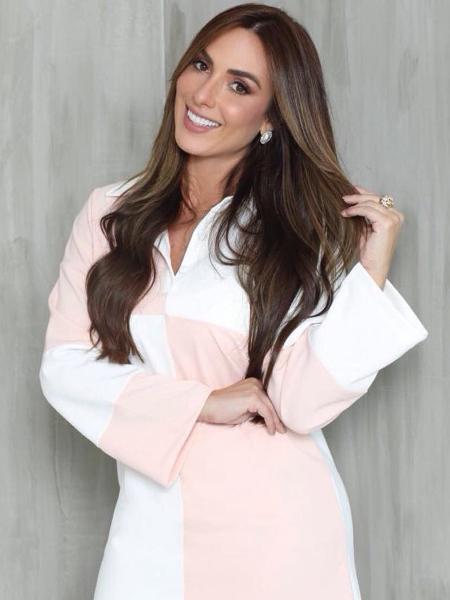 Nicole Bahls comemora casamento marcado e sonha em fazer novelas na TV