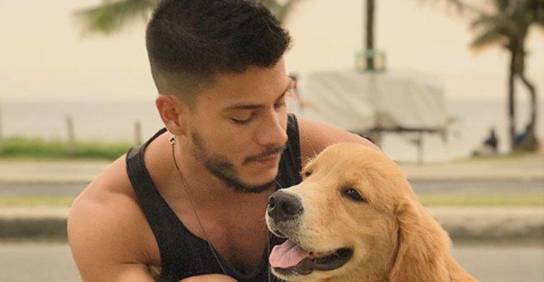 Massacrado na internet, Arthur Aguiar toma nova atitude após doar cachorro deficiente