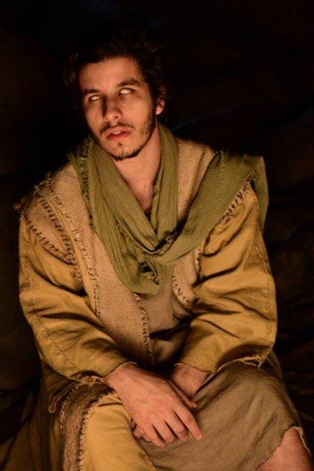 Ator choca com atitude radical para viver personagem cego em Jesus