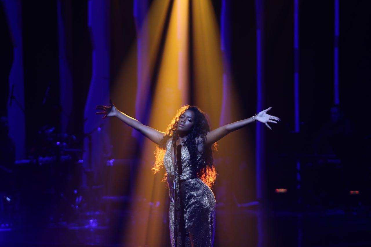 Cantora Iza sofre acidente, choca os fãs e o inesperado acontece