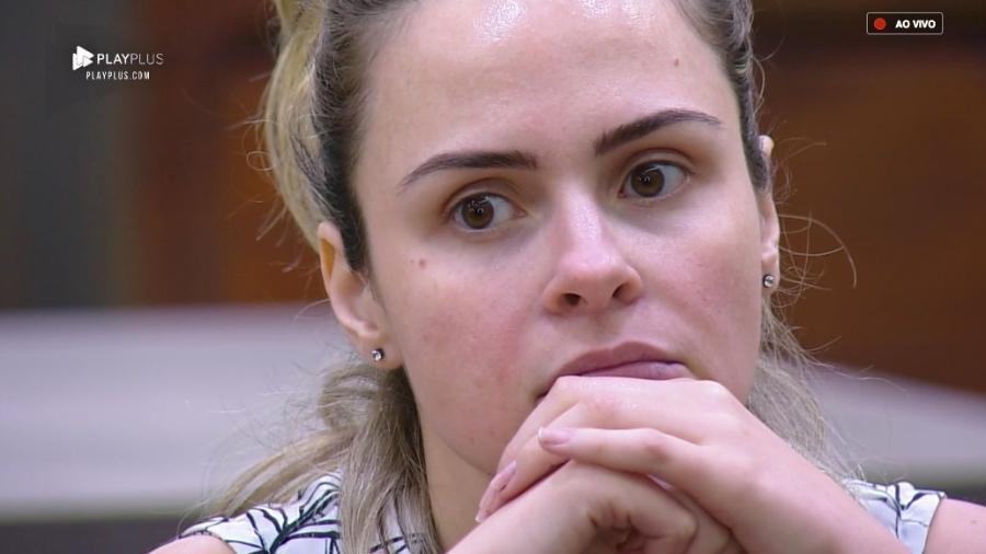 """Contratada da Record revela se Ana Paula Renault realmente foi vetada de programas após rogar """"praga"""""""