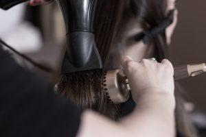 8 truques para uma escova com efeito de salão por Tais Ribeiro