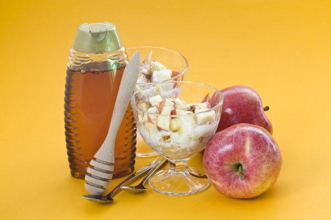 Tv Catia fonseca Para começar o dia! Receita de iogurte natural com maçã cozida no mel