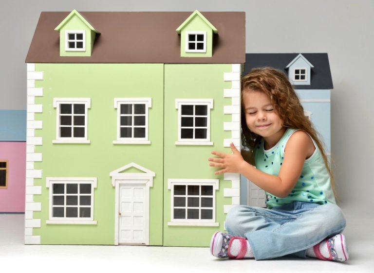 Como ajudar as crianças a desapegar dos objetos por Ingrid Lisboa