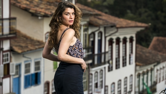 Espelho da Vida: Isabel assume namoro com Marcelo e provoca vingança de Lenita