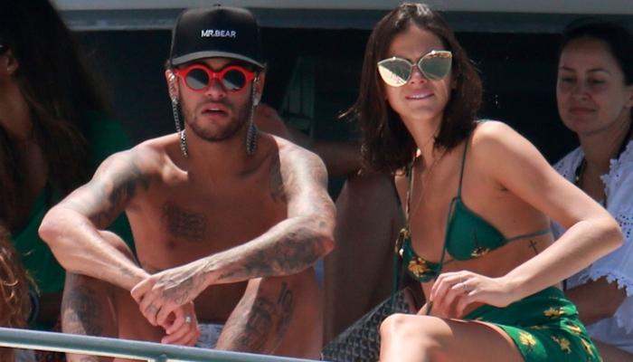 """Depois de término """"definitivo"""" com Neymar, Bruna Marquezine aparece exibindo nova tatuagem"""