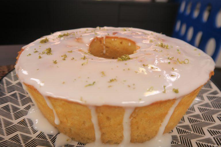 Leve e macio: Faça o melhor bolo de limão do mundo!
