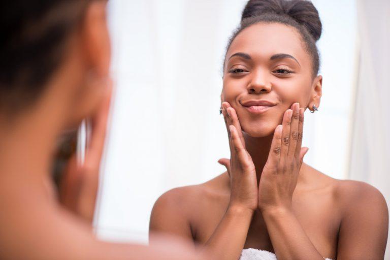 Como cuidar de manchas em pele negra por Dra. Giselle Sanches