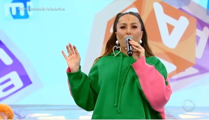 """Anitta demonstra ansiedade e 'cobra' parto de Sabrina Sato: """"Esperando há dois anos"""""""