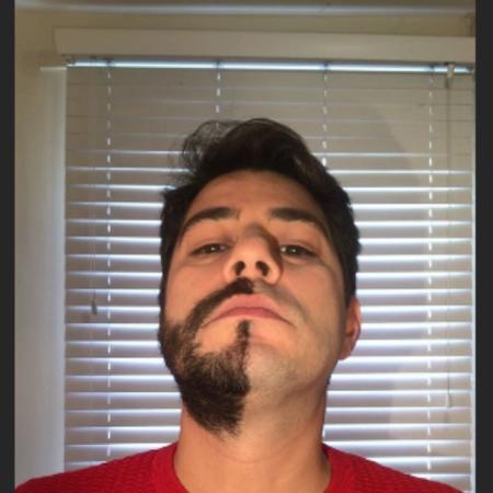 """Evaristo Costa posta foto com e sem barba e diz que """"resolveu mudar"""""""