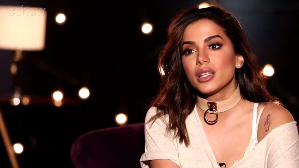 """Stylist de Anitta a queima, pede desculpas e ela dispara: """"Não aguento esse negócio de pedir desculpas"""""""