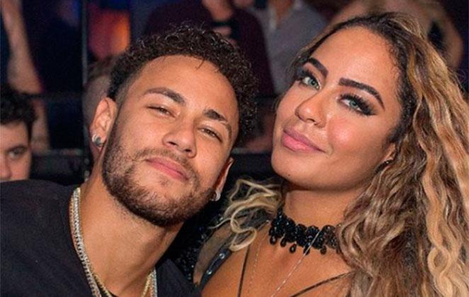 Irmã de Neymar ostenta um look de quase R$22 mil reais em jatinho