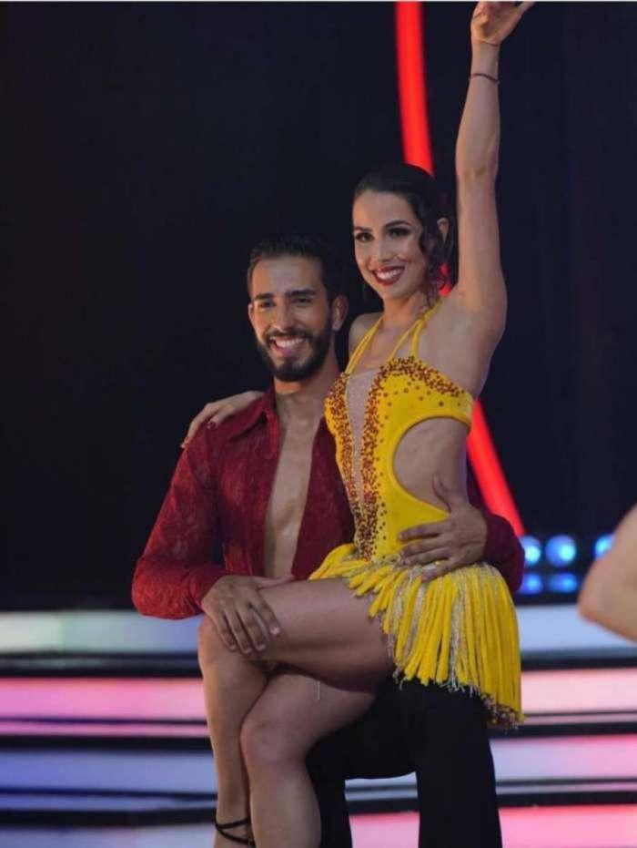 Atriz se machuca durante ensaio para o Dancing Brasil, bate a cabeça e é retirada de maca