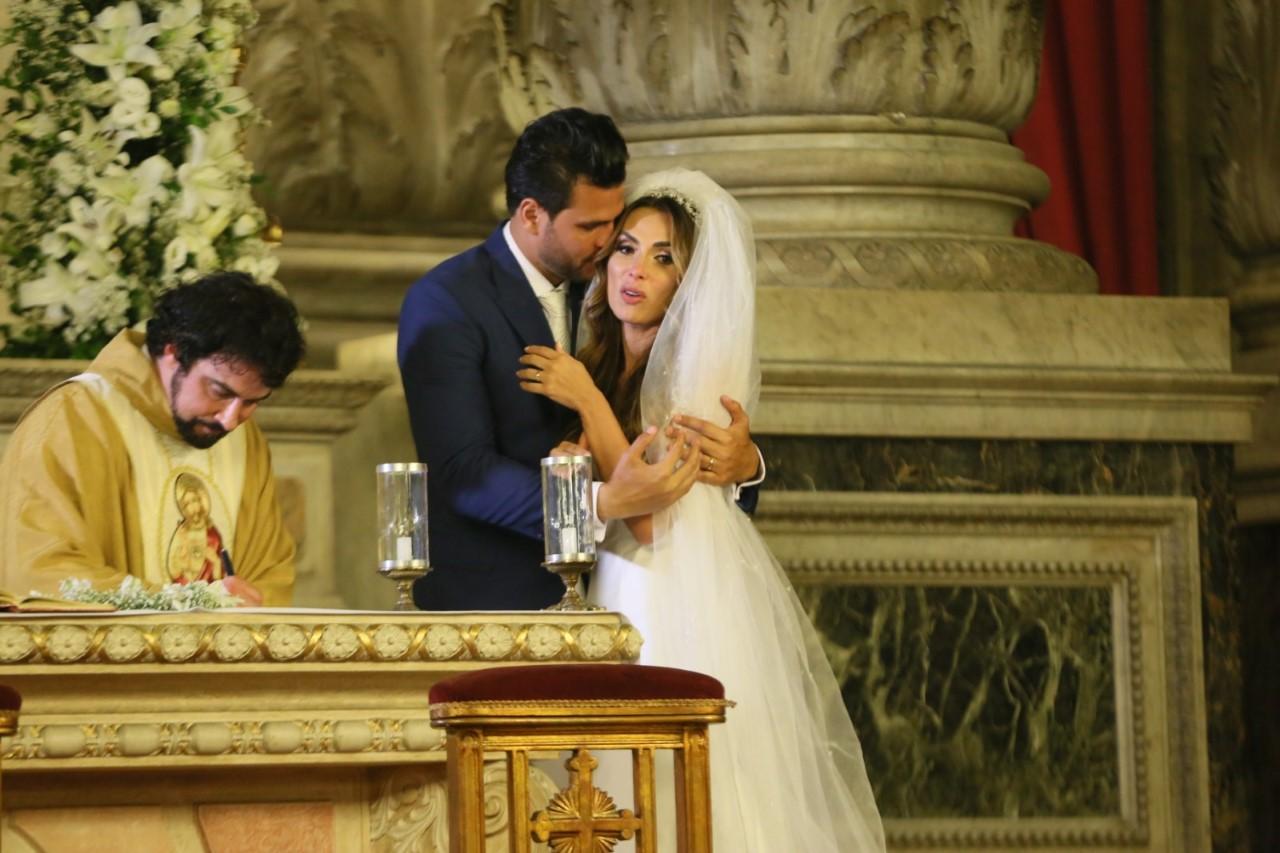 Após casamento luxuoso, lista de presentes de Nicole Bahls e Marcelo Bimbi continua encalhada