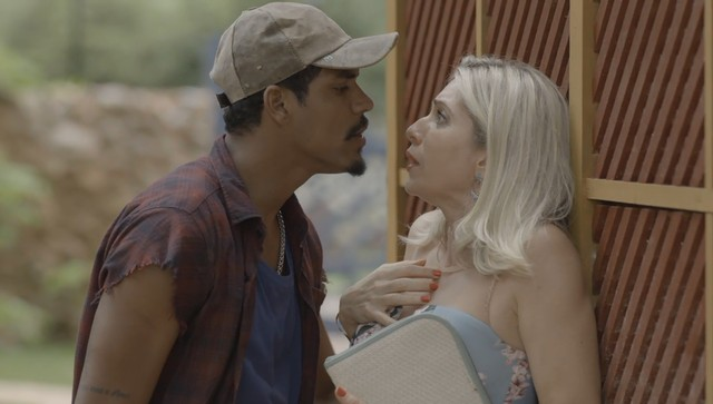 O Sétimo Guardião: Fabim reconhece Marilda, a chantageia e faz pedido sexual