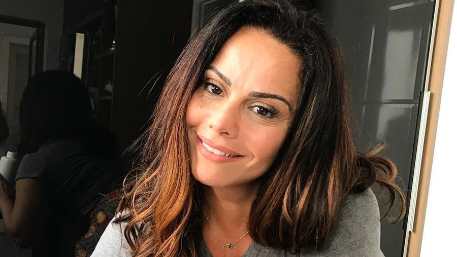 Viviane Araújo apare com o rosto ensanguentado e assusta com foto bizarra