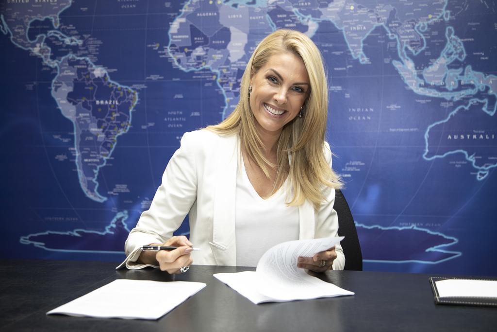 Perseguidora de Ana Hickmann segue atrás da apresentadora e fãs ficam apavorados