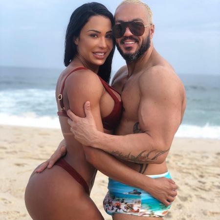 Belo aparece paparicando a neta, mostra a menina se divertindo na academia e compara com Gracyanne Barbosa