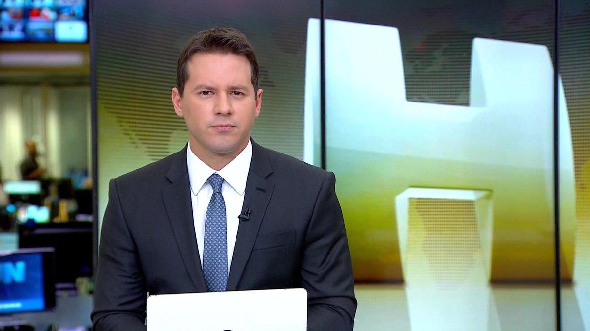 """Dony De Nuccio do Jornal Hoje """"ressuscita"""" compositor morto em 1964 na Globo"""