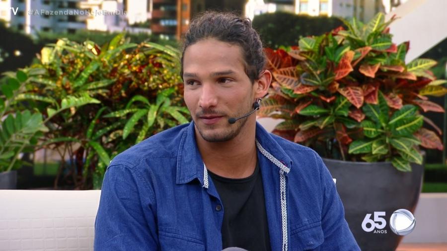 A Fazenda 10: João Zoli declara seu amor por Gabi Prado e surpreende