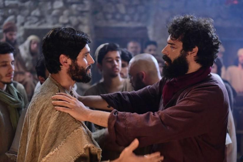 Atores de novela bíblica da Record sofrem com falta de planejamento da emissora e situação gera revolta