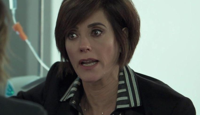 O Tempo Não Para: Carmen faz loucura, tira a roupa e faz aposta para salvar a empresa
