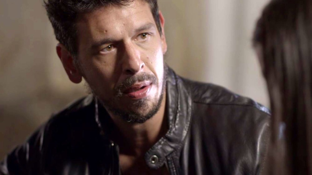 Espelho da Vida: Alain tem acidente grave, fica em coma e Isabel faz nova vítima