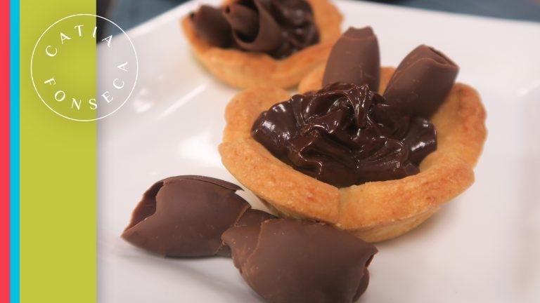 Surpreenda com essas deliciosas mini tortas de creme de avelã!