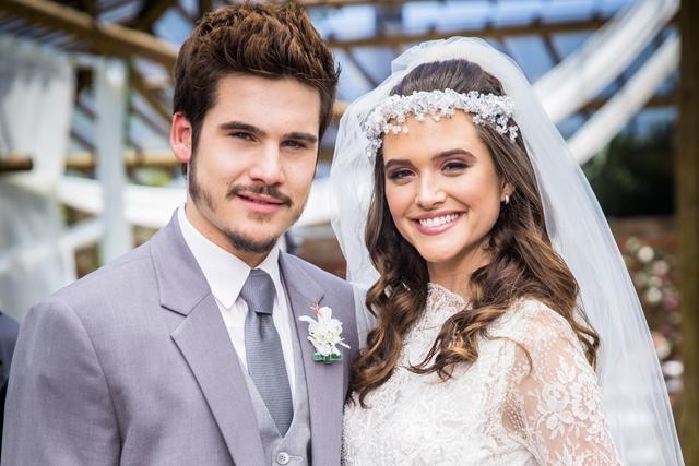 Discretos em relação ao namoro, Juliana Paiva e Nicolas Prattes mostram raro clique juntos