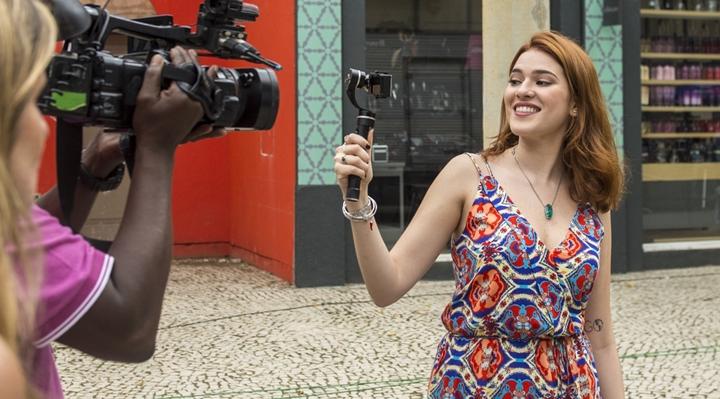 """Nova repórter do BBB, Ana Clara diz sentir saudades do confinamento, mas dispara: """"Para entrar, tem que ser doido"""""""