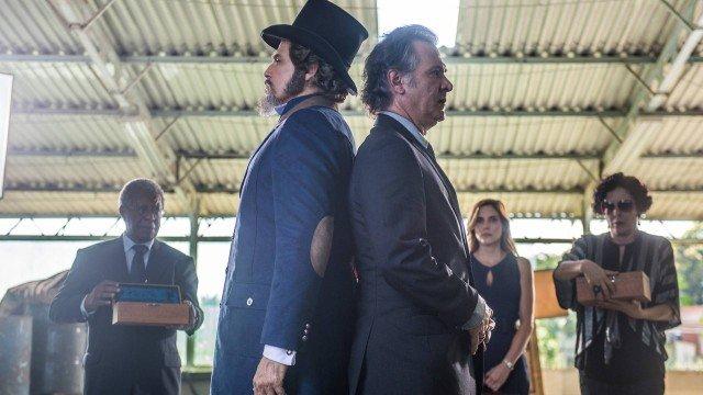 O Tempo Não Para: Dom Sabino e Livaldo fazem duelo mortal