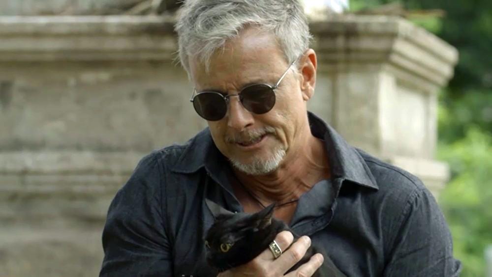 O Sétimo Guardião: Sampaio persegue León e acaba ferido pelo gato