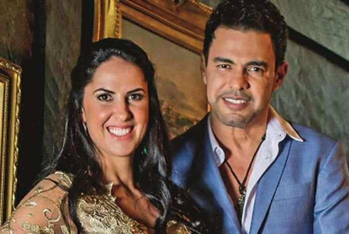 Zezé Di Camargo e Graciele Lacerda aparecem em momento íntimo e detalhe na sunga do cantor chama atenção